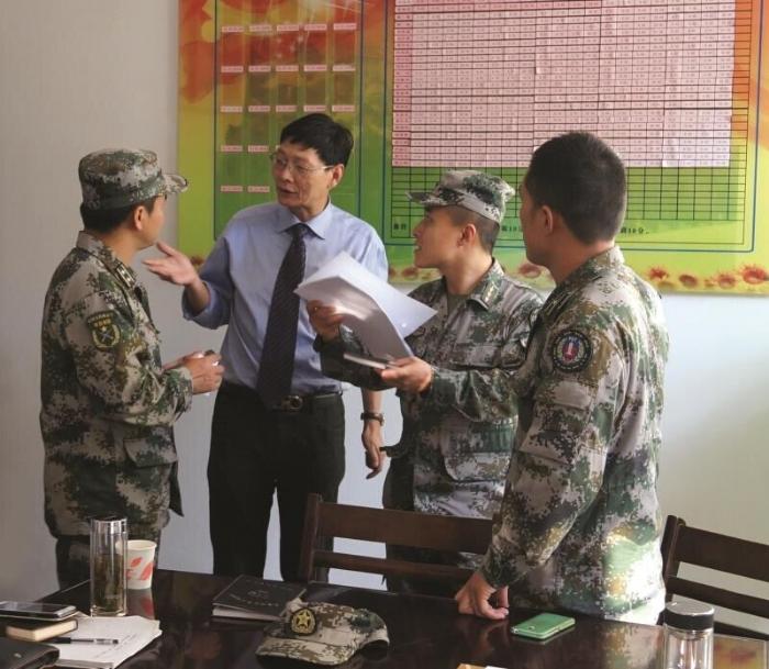王建华律师任驻地军队常年法律特邀顾问工作照