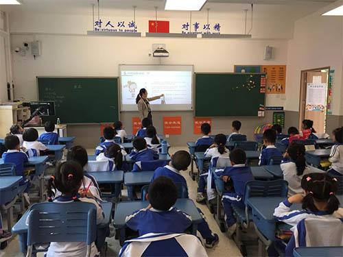 孙伟伟律师受邀到海岸小学开展《向校园 欺凌说不》公益普法活动