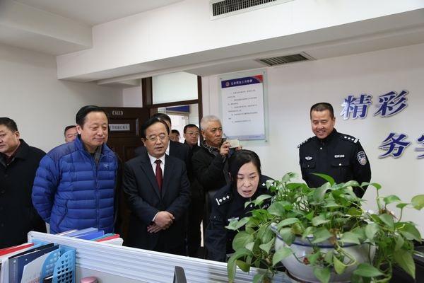 郝光东副市长陪同阿盟副盟长刘海东一行考察包头市道路交通管理亮点工作